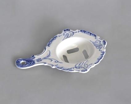 Zwiebelmuster Egg Separator, Original Bohemia Porcelain from Dubi