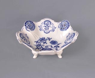 Zwiebelmuster Bowl Aida Perforated, Original Bohemia Porcelain from Dubi