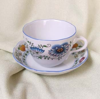 Nature Zwiebelmuster Cup B with Saucer B, Bohemia Porcelain from Dubi